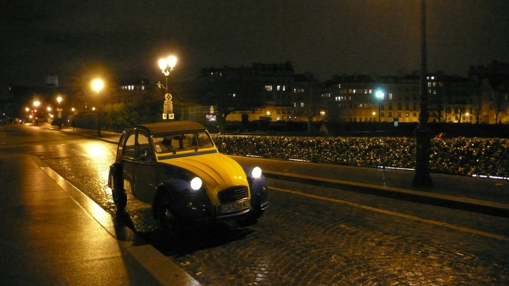 2cv paris tour visit paris in a french 2cv 2cv and paris by night. Black Bedroom Furniture Sets. Home Design Ideas