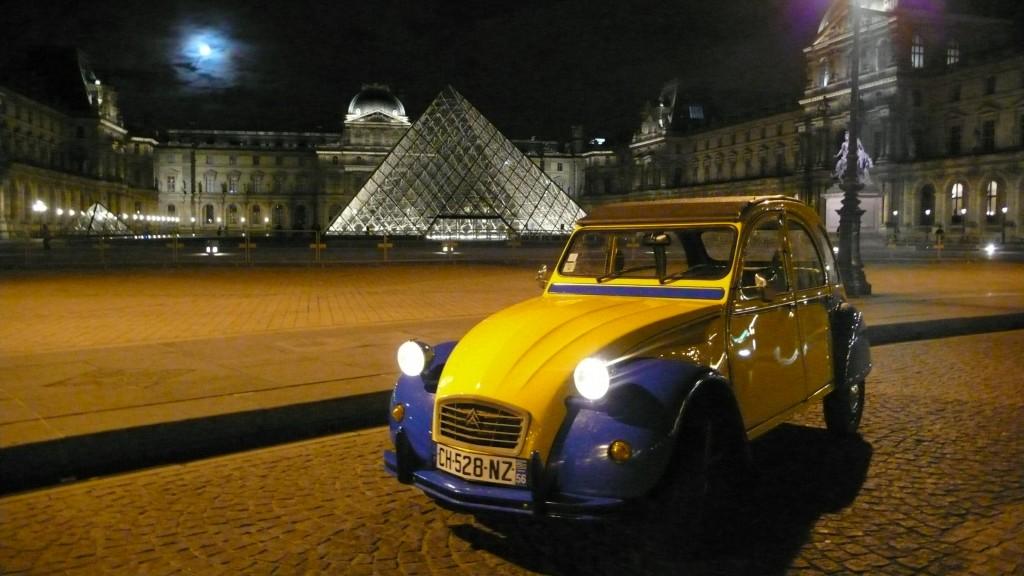 2CV Paris Tour - Visit Paris in a french 2CV! The Louvre Museum by night