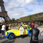 2CV Paris Tour : visit paris by 2CV! Eglantine the 2CV and the Eiffel Tower