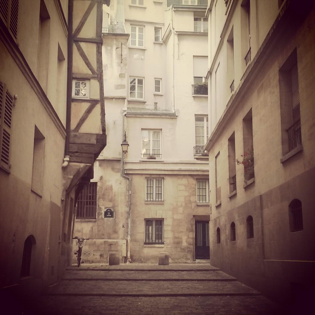 2CVParisTour - Rue du Grenier sur l eau