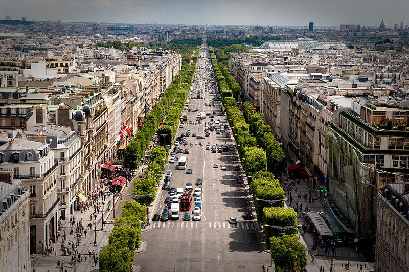 2CV Paris Tour : Visit Paris by 2CV! The Champs-Elysées