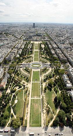 2CV Paris Tour : Paris Sightseeing Tours by 2CV! The Champs de Mars