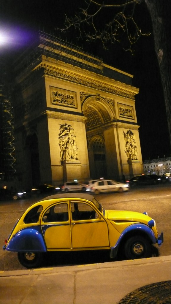 2CV Paris Tour : Visit Paris by 2CV! The Arc de Triomphe by 2CV