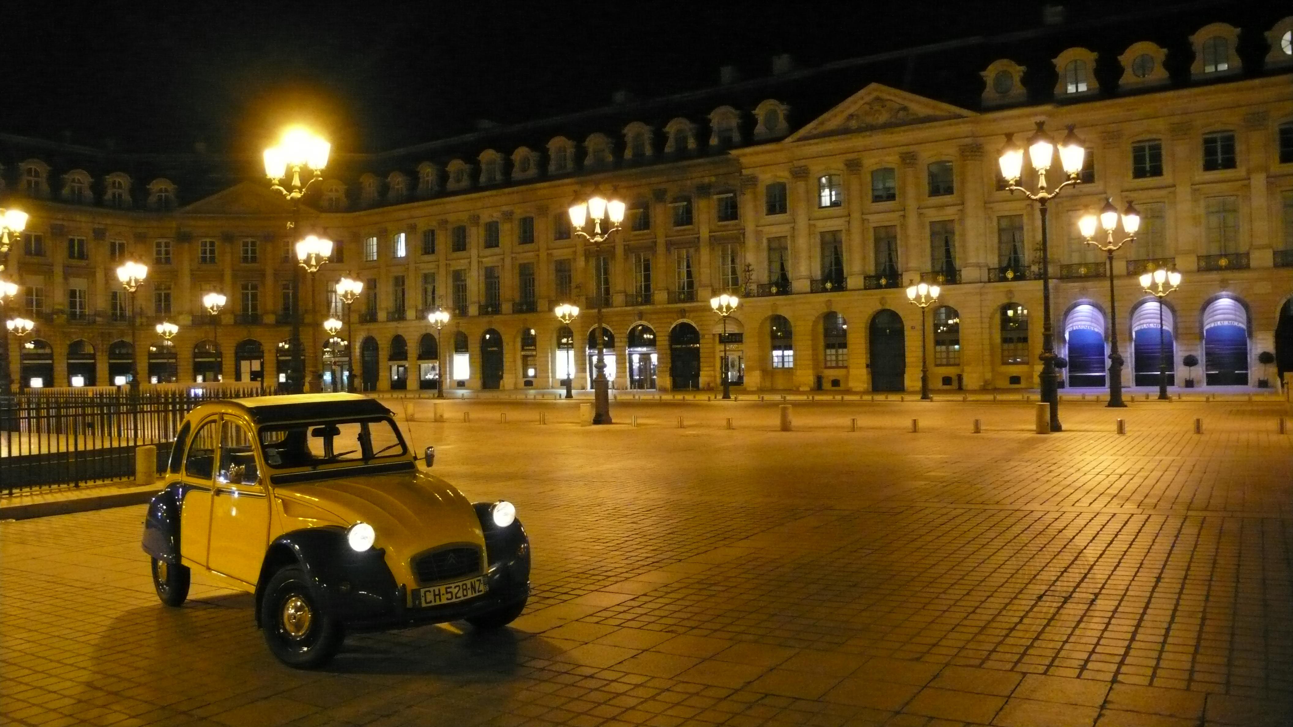 2cv paris tour visit paris by 2cv place vend me by night. Black Bedroom Furniture Sets. Home Design Ideas