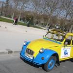 2CV Paris Tour ; Sightseeing tours by 2CV! The 2CV near The Eiffel Tower