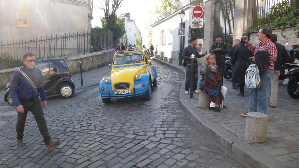 2cv paris tour visit paris by 2cv heading to place du tertre. Black Bedroom Furniture Sets. Home Design Ideas