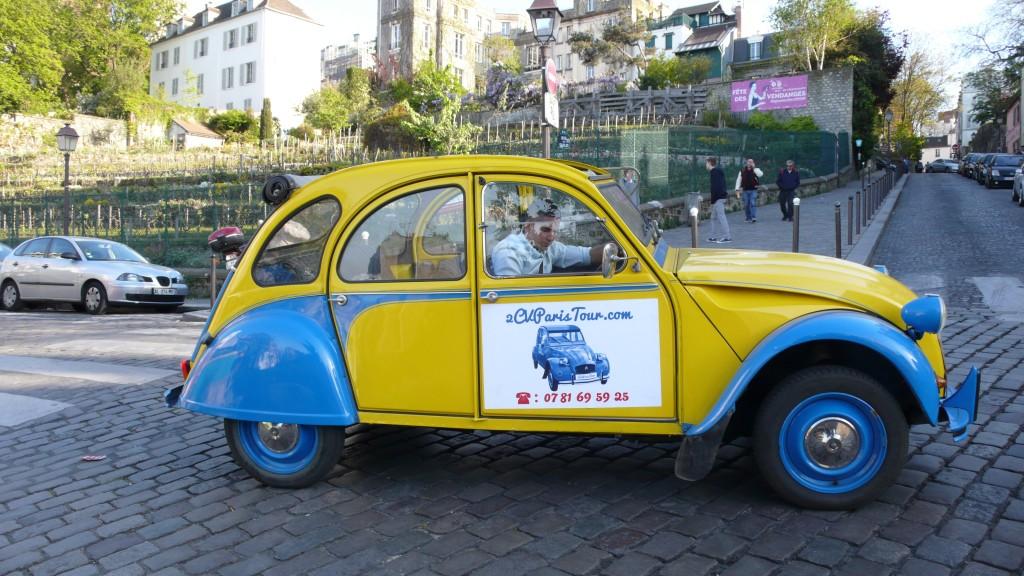 2CV Paris Tour : Visit Paris by 2CV Leaving the wineyards of Montmartre