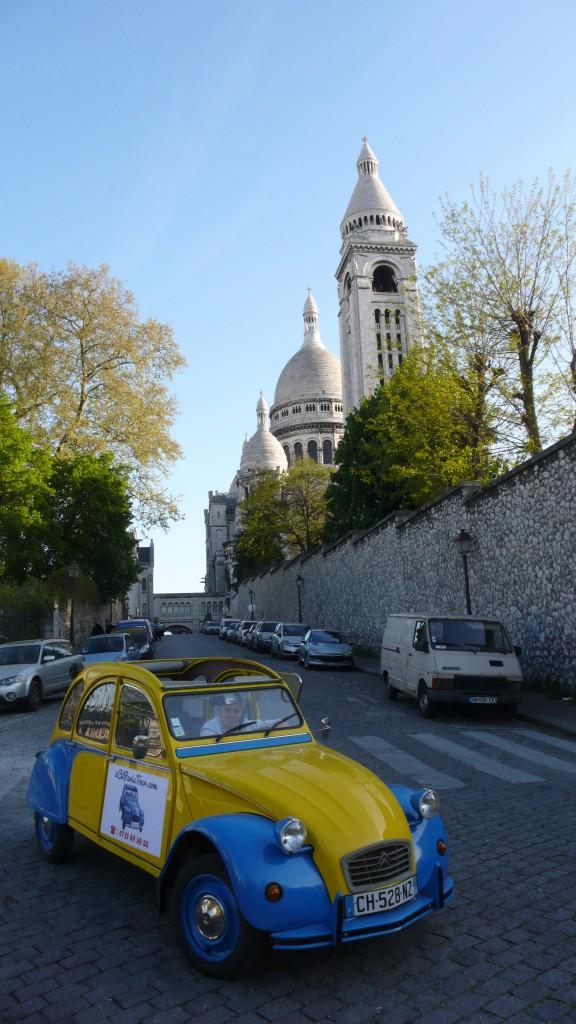 2CV Paris Tour : Visit Paris by 2CV! The Sacré-Coeur in background