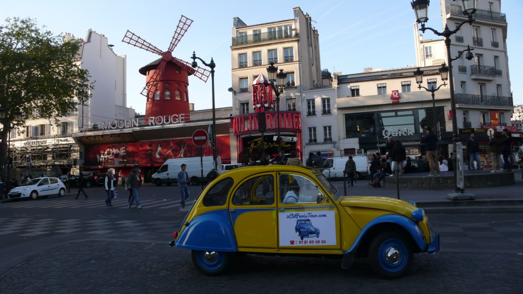 2CV Paris Tour : Visit Paris by 2CV! The 2CV tour and the Moulin Rouge