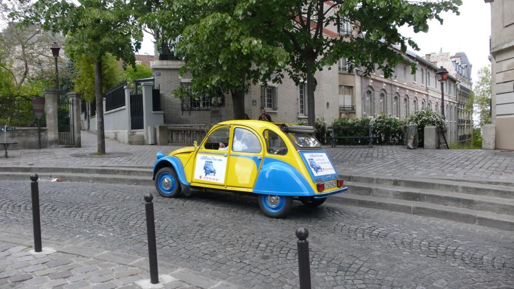 2CV Paris Tour - Visit Paris by 2CV! The statue of Dalida in Montmartre