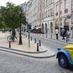 2CV Paris Tour - Visit Paris by 2CV! Place Dauphine : Left or Right?