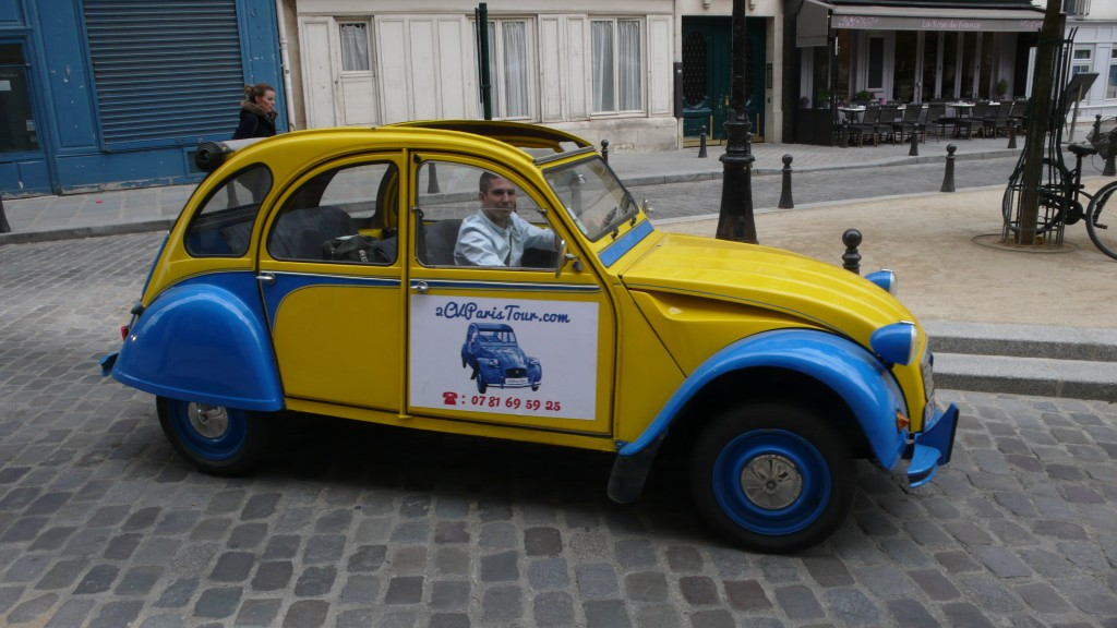 2CV Paris Tour - Visit Paris by 2CV! Place Dauphine : Right!