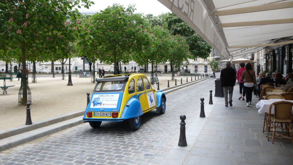 2CV Paris Tour - Visit Paris by 2CV! The french Cafés of Place Dauphine