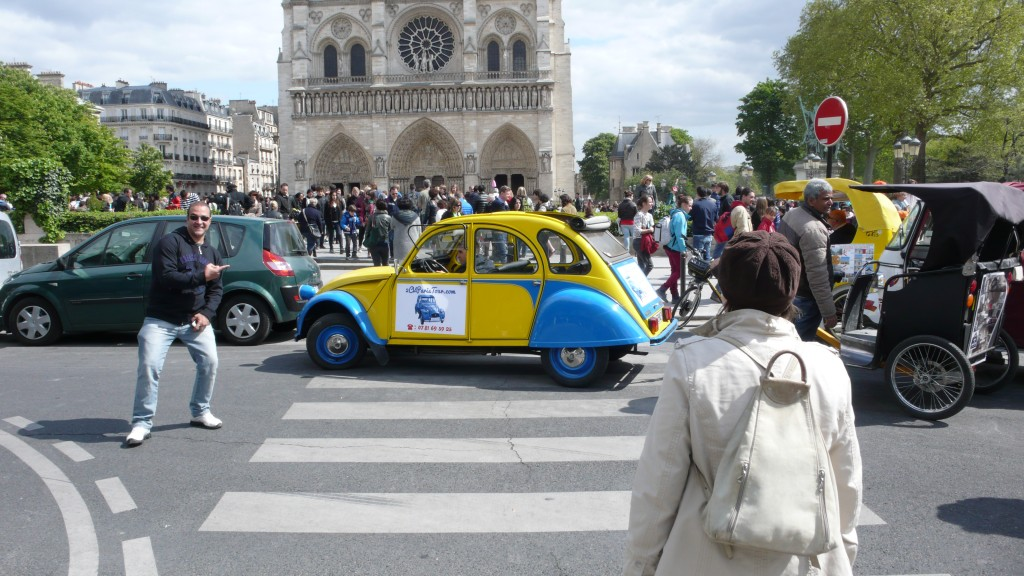 2CV Paris Tour - Visit Paris by 2CV! Leaving Notre Dame to Hotel de Ville