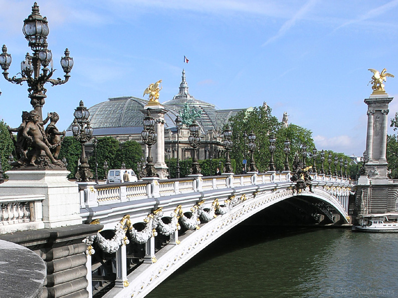 2CV Paris Tour : Visit Paris by 2CV! The Alexandre III Bridge