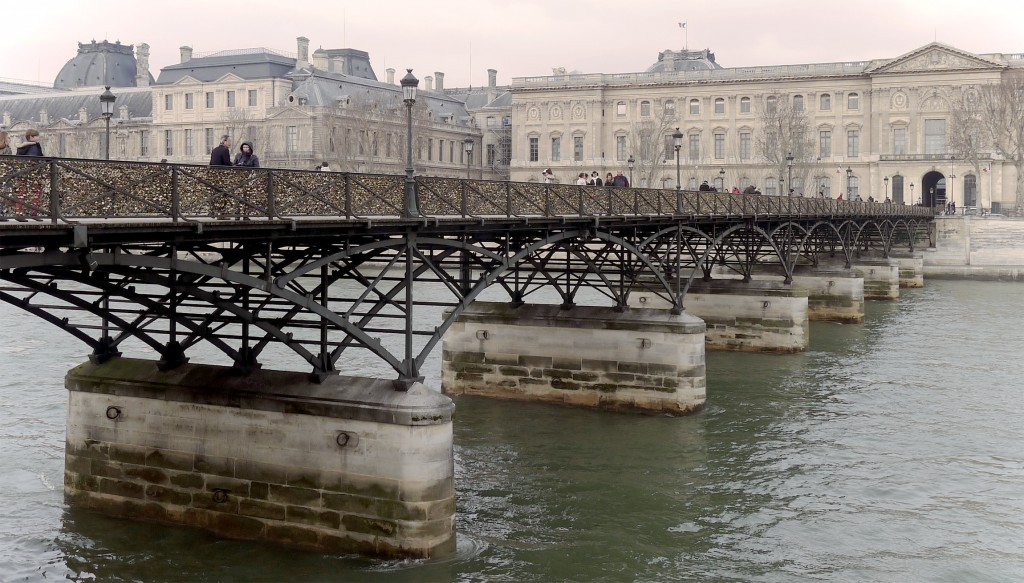 2CV Paris Tour : Visit Paris by 2CV! The Pont des Arts