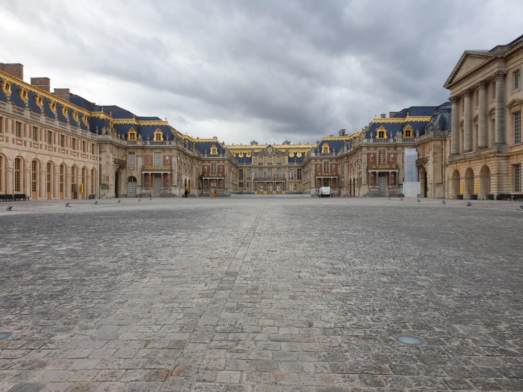 2CV-Versailles-Castle-front