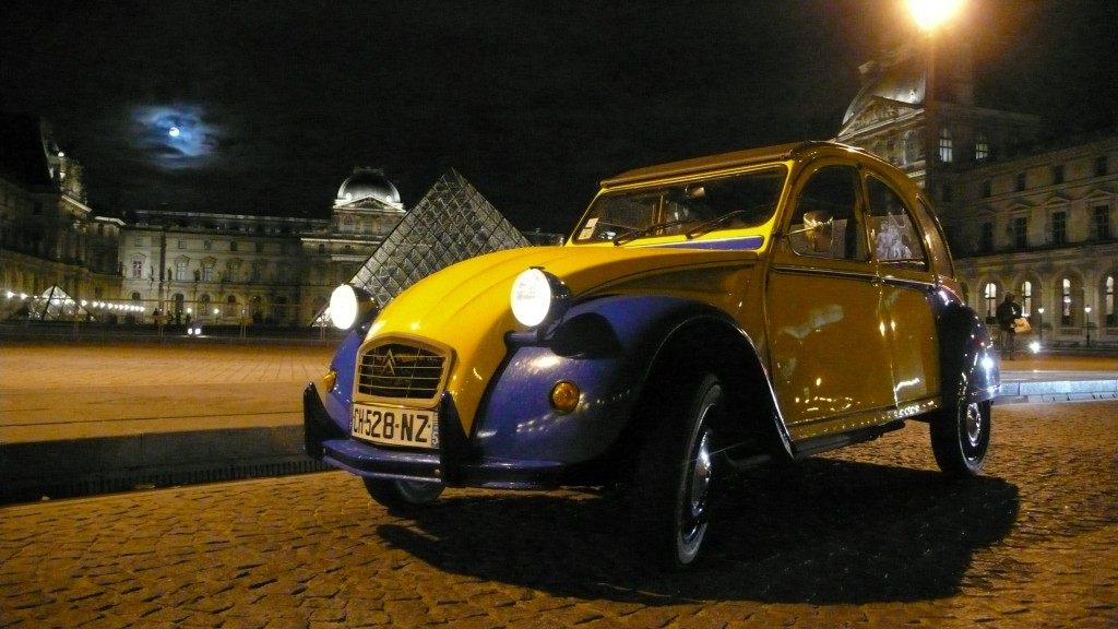2CV Paris Tour - Visit Paris in a french 2CV! The Louvre by night