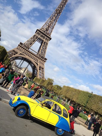 2CV Paris Tour : Visit Paris by 2CV! Eglantine and the Eiffel tower