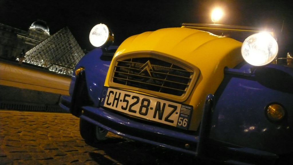 2CV Paris Tour - Visit Paris in a french 2CV! Eglantine and the Louvre by Night
