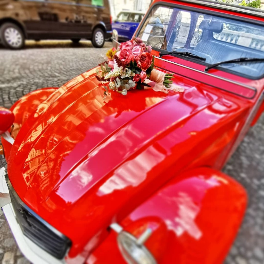 2CVParisTour-2CV-Wedding-Flowers