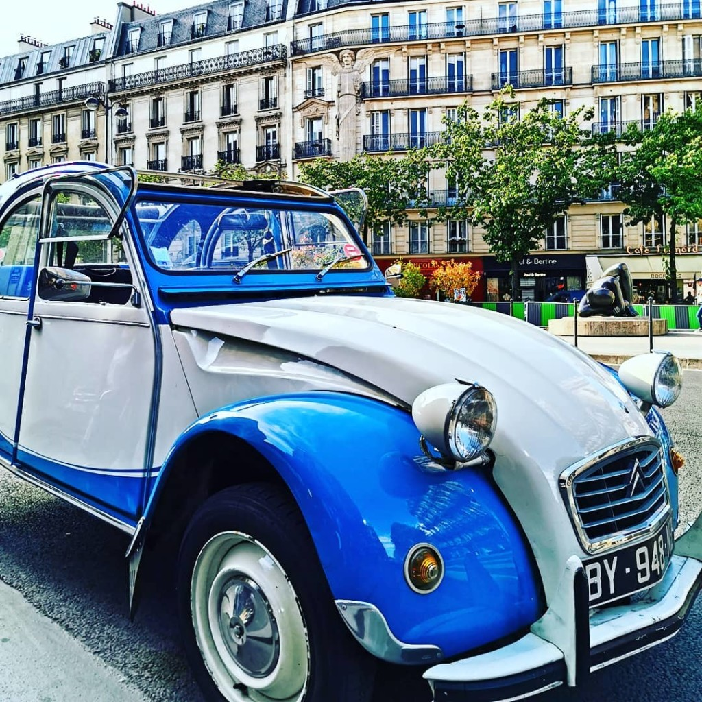 2CVParisTour-2CV-car-Republique