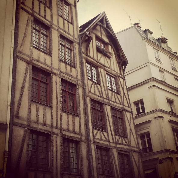 2CVParisTour - Medieval Houses le Mouton et le Faucheur