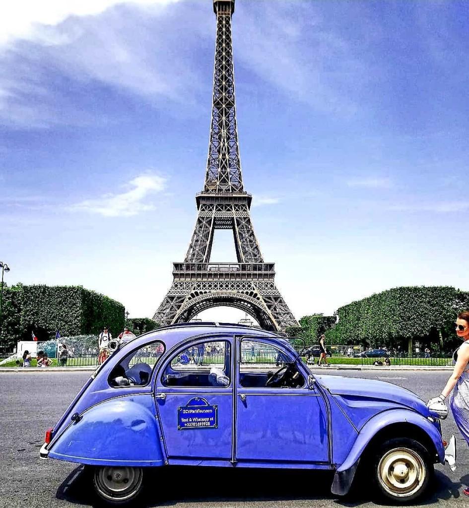 2CVParisTour-blue-2CV-Eiffel-Tower-view