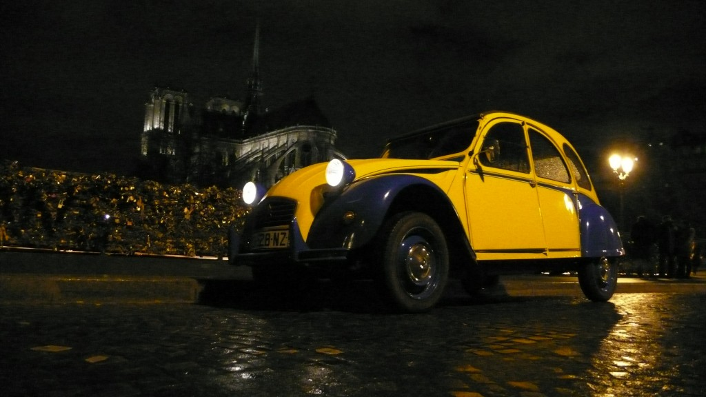 2CV Paris Tour : Visit Paris by 2CV! the Garden of Notre Dame
