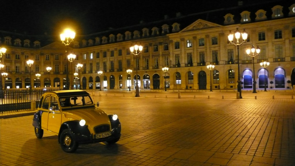 2CV Paris Tour : Visit Paris by 2CV! Place Vendôme by night