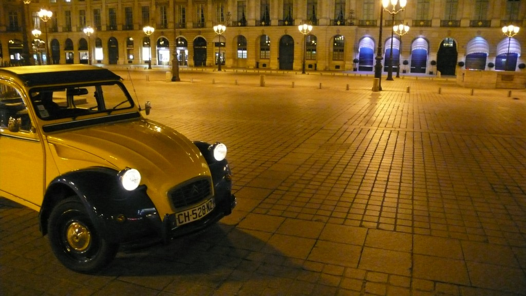 2CV Paris Tour : Visit Paris by 2CV! Place Vendôme and Eglantine, our 2CV car