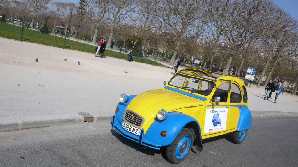 2cv paris tour   sightseeing tours by 2cv  the 2cv near the eiffel tower