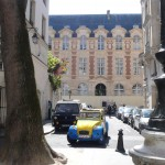 2CV Paris Tour : Visit Paris by 2CV! Entering Place Furstenberg