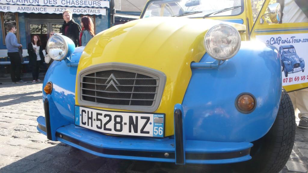 2CV Paris Tour : Visit Paris by 2CV! Place du Tertre and Eglantine the 2CV
