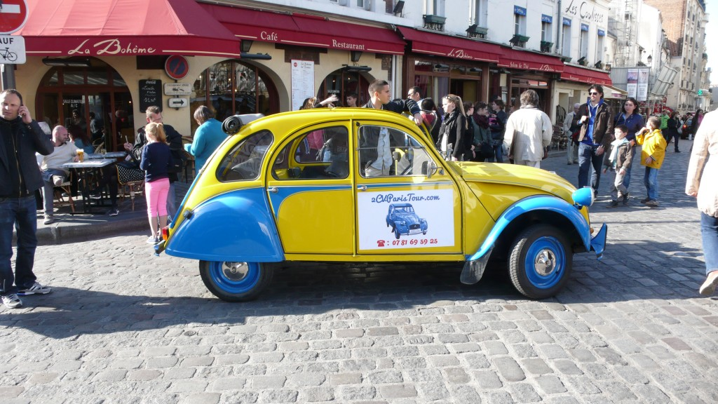 2CV Paris Tour : Visit Paris by 2CV! The 2CV in Montmartre