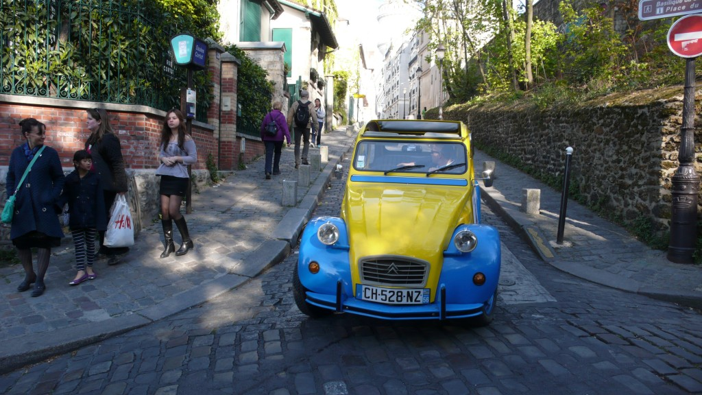 2CV Paris Tour : Visit Paris by 2CV! A 2CV trip in the streets of Montmartre