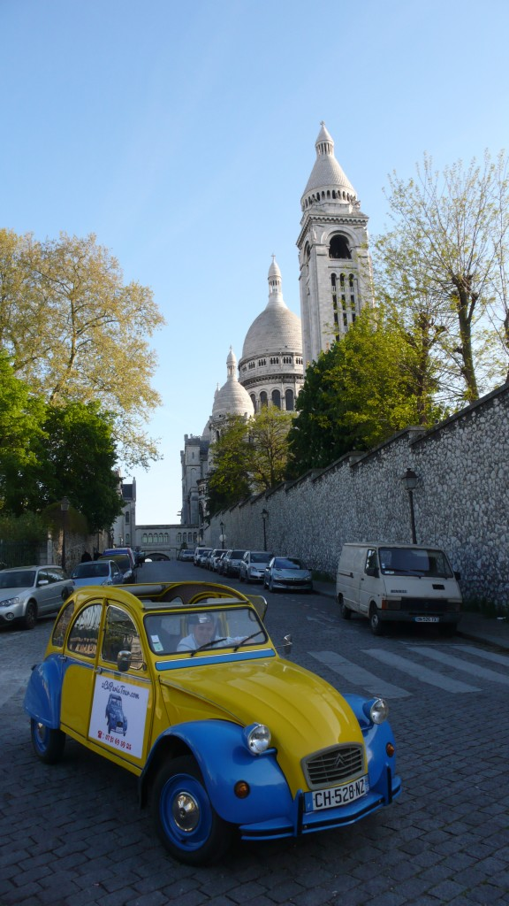2CV Paris Tour : Visit Paris by 2CV! The Sacré-Coeur in background