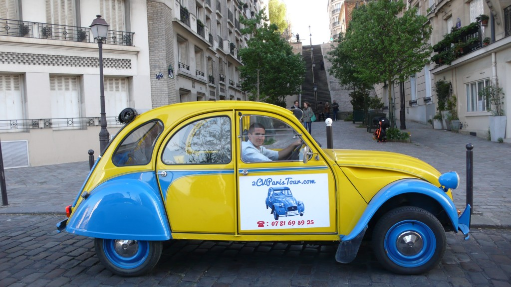 2CV Paris Tour : Visit Paris by 2CV! Let's start a tour of Montmartre!