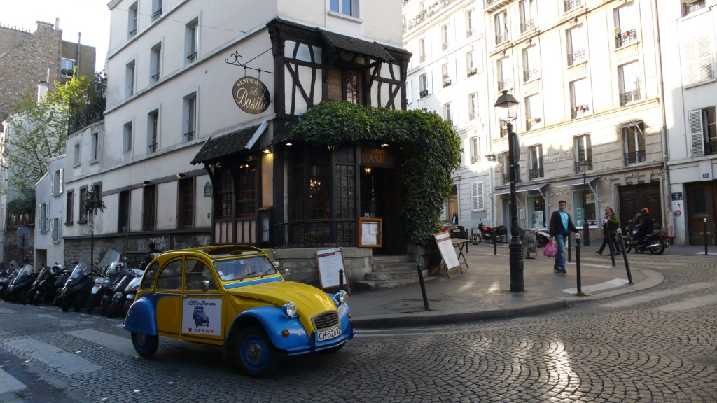 2CV Paris Tour : Visit Paris by 2CV! Going to Rue des Abbesses