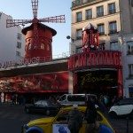 2CV Paris Tour - Visit Paris by 2CV! In front of the Moulin Rouge