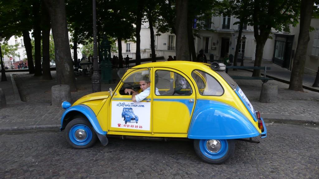 2CV Paris Tour - Visit Paris by 2CV! Leaving the Bateau Lavoir