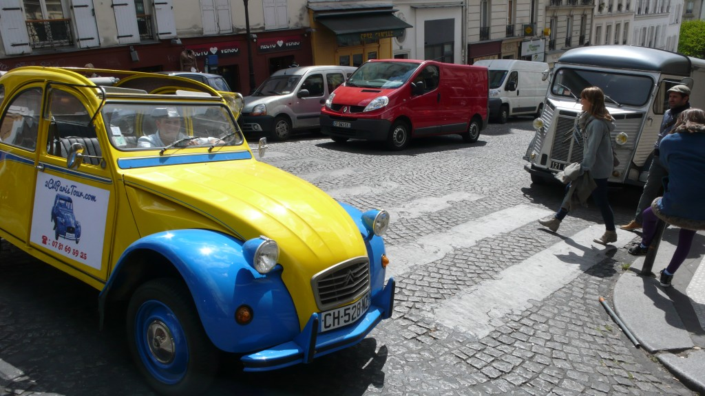 2CV Paris Tour - Visit Paris by 2CV! Leaving the 18th district of Paris