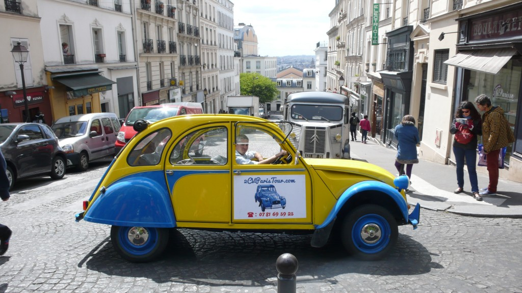 2CV Paris Tour - Visit Paris by 2CV! Leaving the 18th district