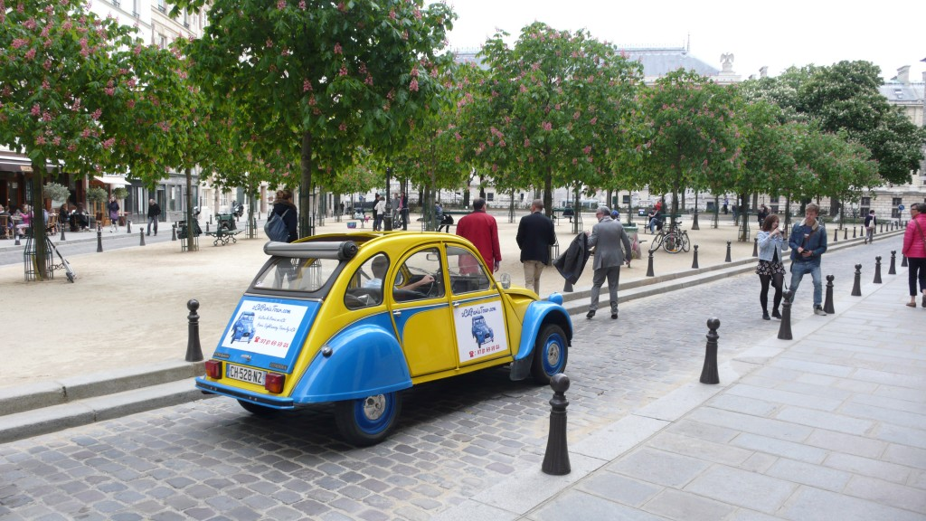 2CV Paris Tour - Visit Paris by 2CV! Direction Place Saint-Michel