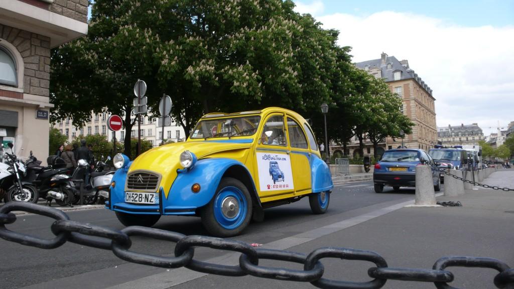 2CV Paris Tour - Visit Paris by 2CV! Between Rive Gauche and Rive Droite