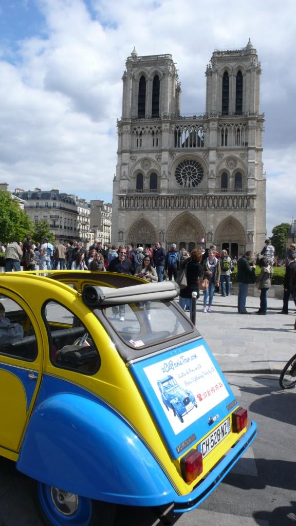 2CV Paris Tour - Visit Paris by 2CV! Notre Dame and the back of the 2CV
