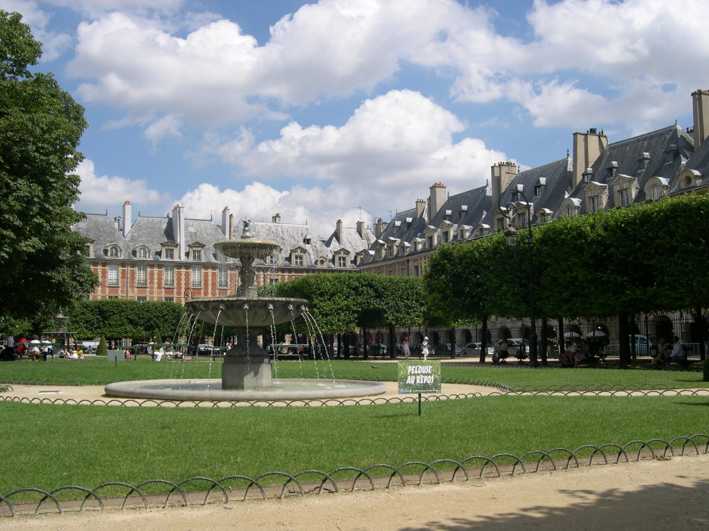 2CV Paris Tour : Visit Paris by 2CV! The Place des Vosges