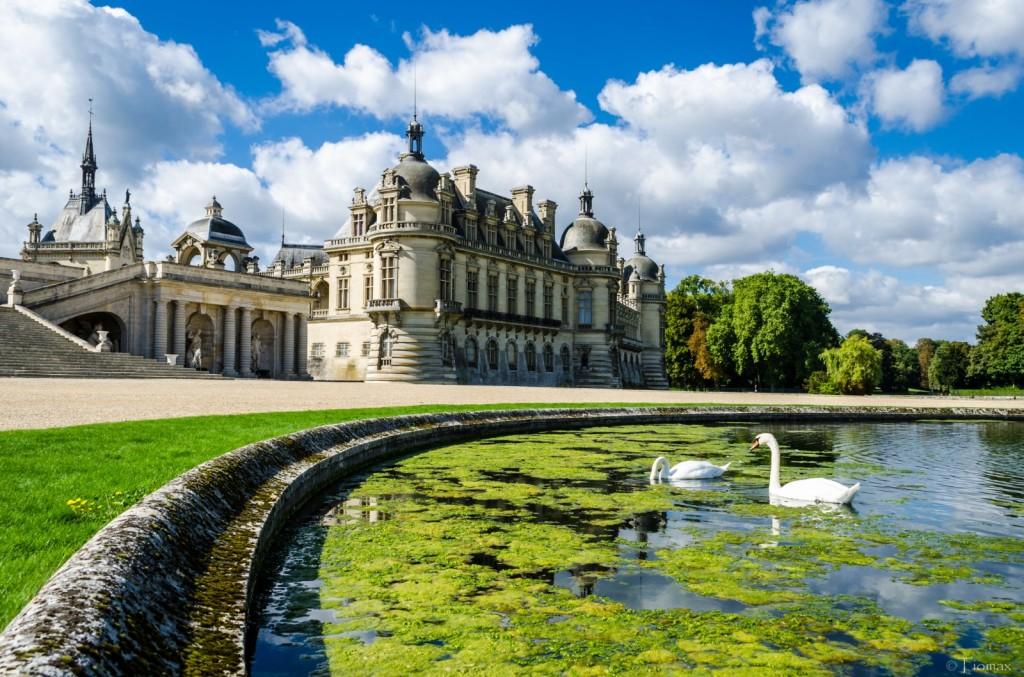 2CVParisTour-Chantilly-Castle-2CV-Tour
