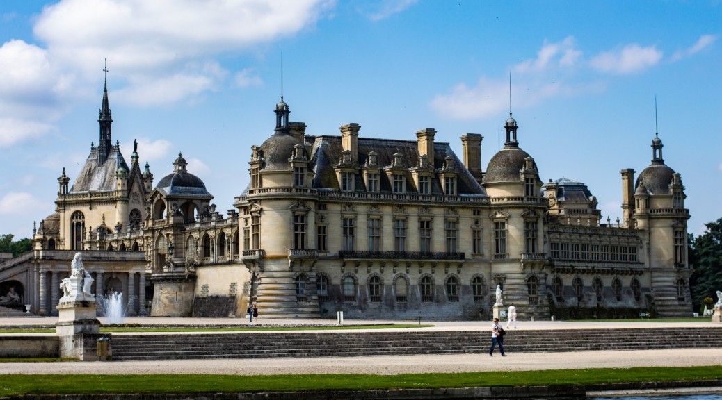 2CVParisTour-Chantilly-2-Castle-2CV-Tour